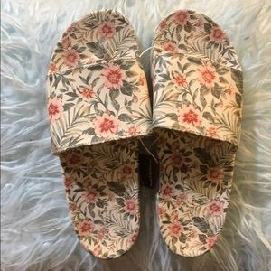 American eagle woman slippers
